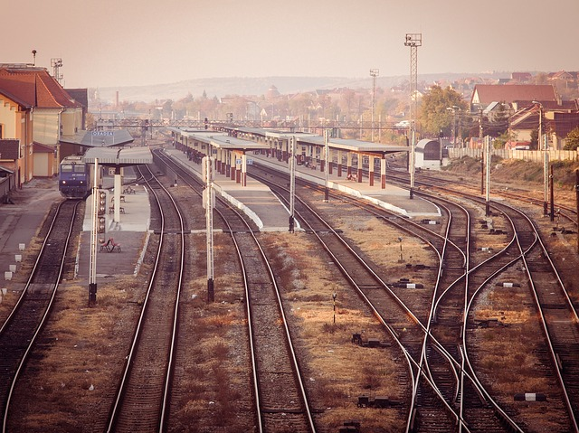 train-618472_640